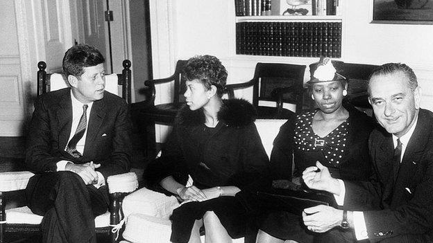 US President John F Kennedy talking with Wilma Rudolph, her mother, and Vice President Lyndon Johnson in 1961.